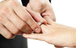 Quel bijou offrir pour des fiançailles ?