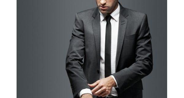 Quel bijou porter avec un costume ?