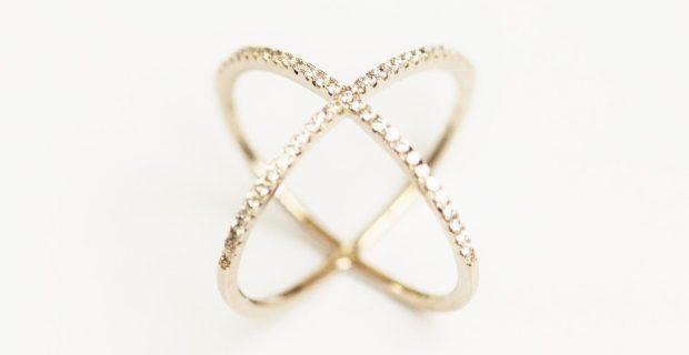 Quel bijou offrir à une fashionista qui aime les brillants et les friandises?