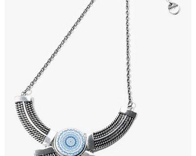 De jolis bijoux créés à base de matériaux originaux